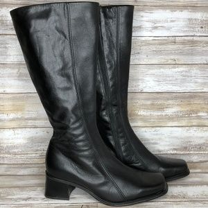 La Canadienne 7.5M Black Leather Mid Calf Boots.